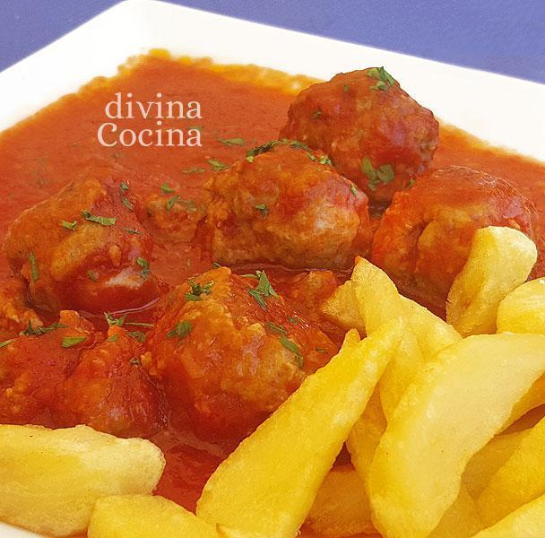 albondigas-con-tomate-en-un-plato