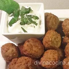 albondigas-cordero-con-salsa-de-yogur