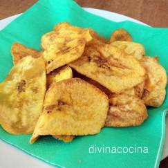chips-de-platano-en-un-plato