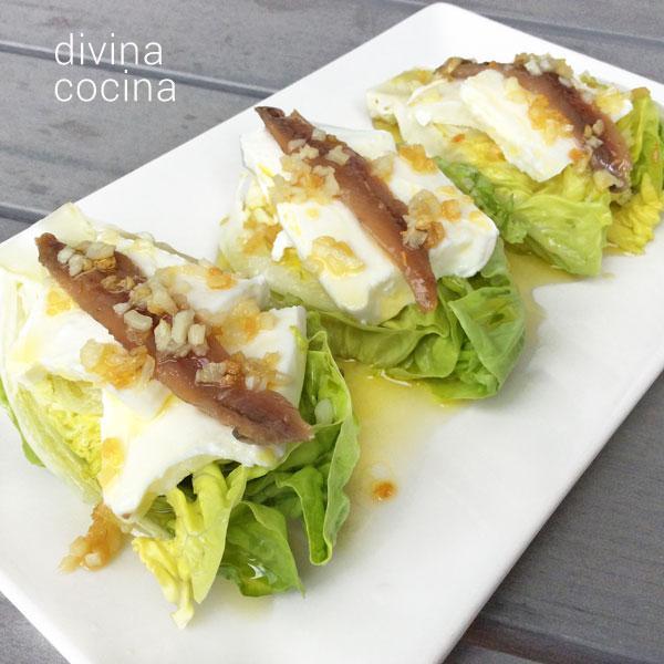 Cogollos de lechuga al ajillo con anchoas en Cogollos con espárragos a la salsa de anchoas