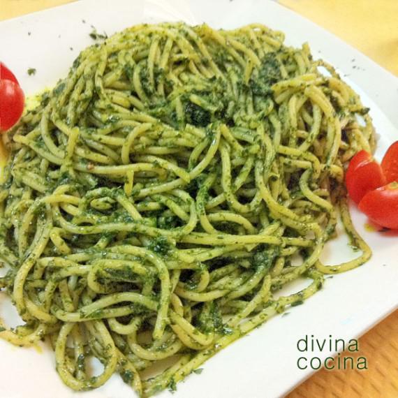 espagueti-al-pesto-en-plato