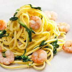espagueti-con-gambas-y-espinacas