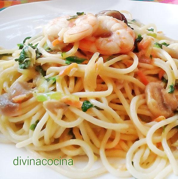 Receta de espaguetis con langostinos y champi ones - Espaguetis con gambas y champinones ...