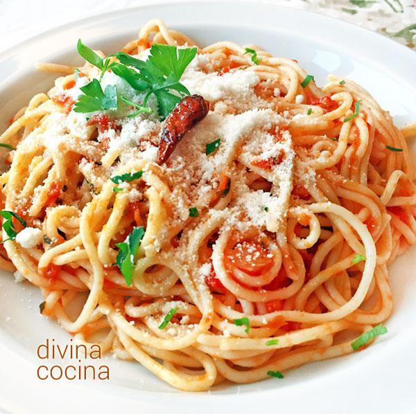 Espaguetis arrabbiata divina cocina for Plato de espaguetis