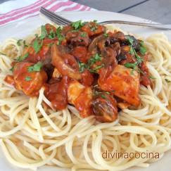 espaguetis-con-pollo-y-champinones