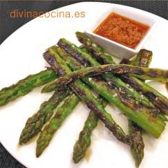 esparragos-plancha-con-salsa-romesco
