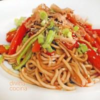 Fideos chinos salteados con verduras