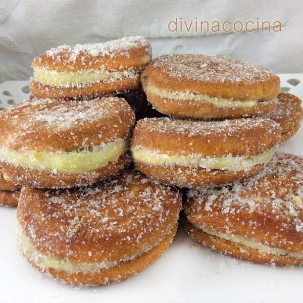 galletas-fritas-rellenas-de-flan-plato