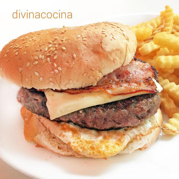 hamburguesa-casera-con-huevo