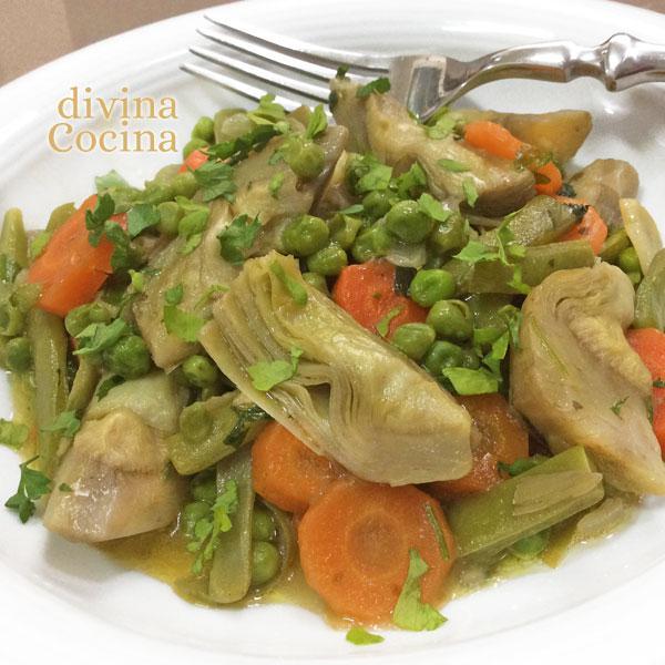 menestra-de-verduras-en-un-plato