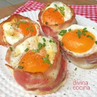Nidos de huevos con bacón y pan de molde