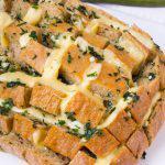 Pan relleno de queso al horno