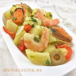 patatas-alinadas-con-langostinos