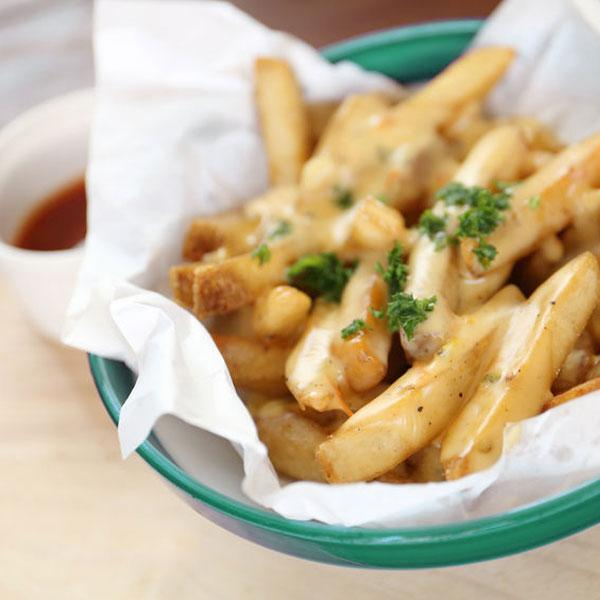 patatas-fritas-con-salsas