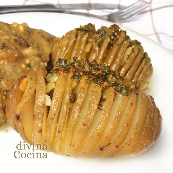 patatas-hasselback-en-un-plato