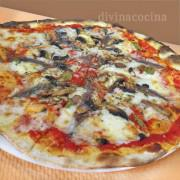 pizza-de-anchoas-y-champinones