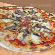 pizza-de-anchoas-y-champinones