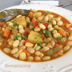 pochas-con-verduras-en-un-plato