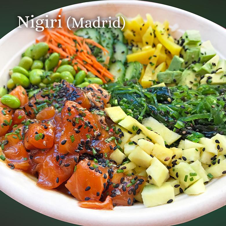 poke bowl de salmon nigiri