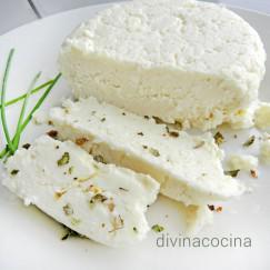 queso-fresco-casero-en-un-plato