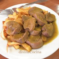 rinones-al-jerez-en-un-plato