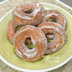 rosquillas-de-vino-plato-verde