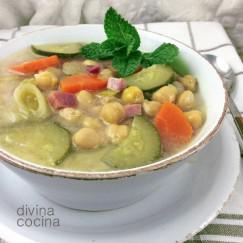 sopa-de-verduras-y-garbanzos