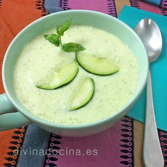 Sopa fría de pepino y yogur