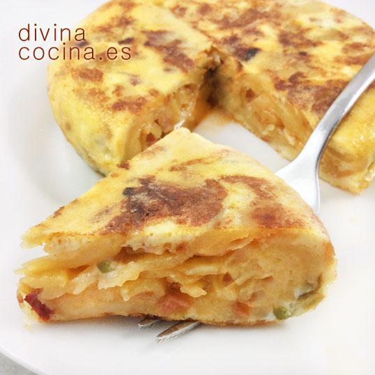 Tortilla de patatas y sofrito de verduras