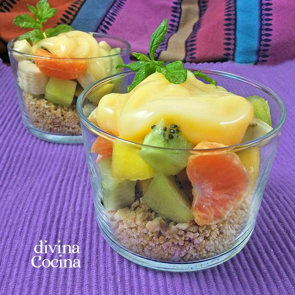 Vasitos de fruta y galleta