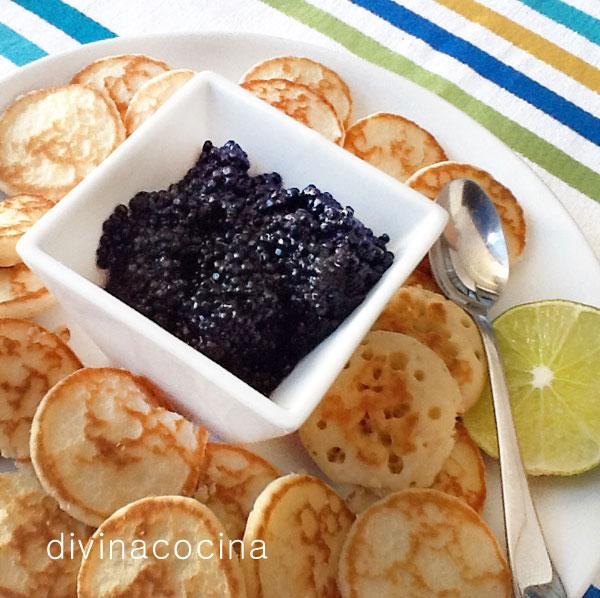 Blinis con caviar para navidad