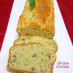 Cake salado de calabacín, jamón y queso