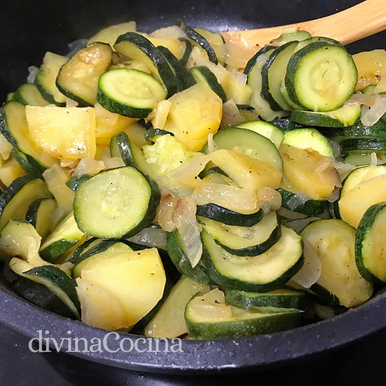 calabacines con patatas y cebolla
