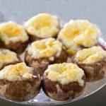 Champiñones rellenos de jamón y queso