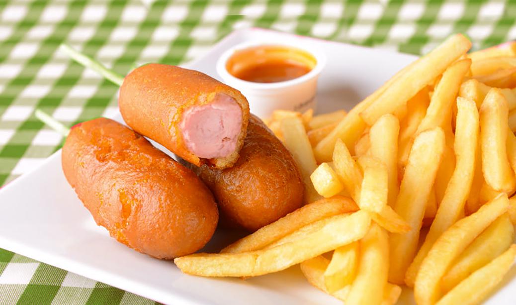 corn dogs con patatas