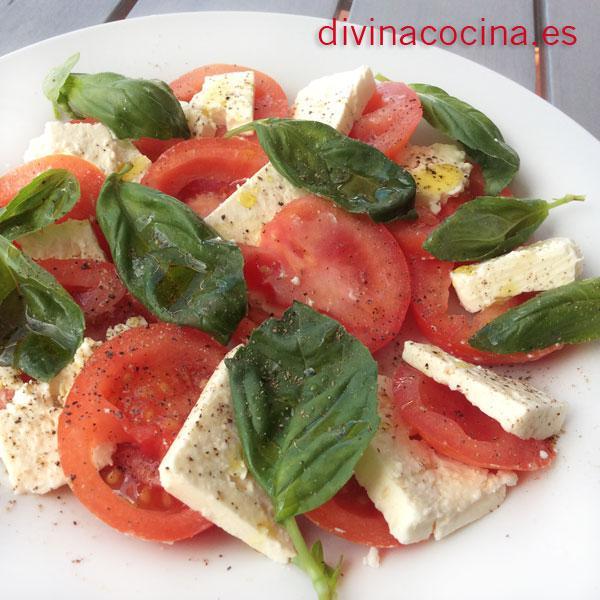 Ensalada de tomate y queso
