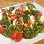 Brócoli con anchoas y piñones