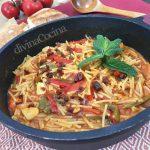 Cazuela de fideos con tomate