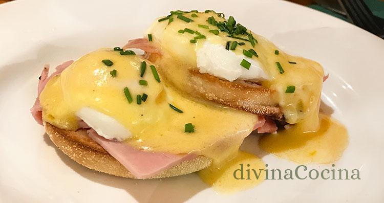 huevos benedictine con jamón