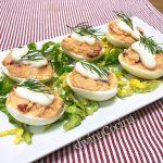 Huevos rellenos de salmón fresco