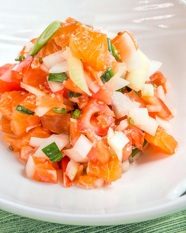 lomi lomi de salmon receta hawaiana