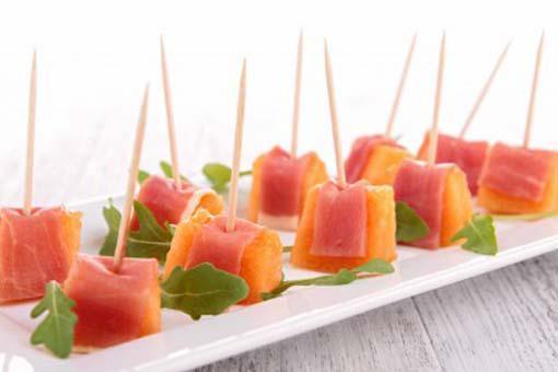 Pinchos de melón con jamón
