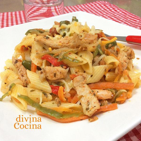 Receta de macarrones con pollo y verduras - Divina Cocina