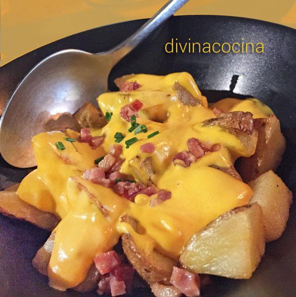 patatas con crema de queso y jamón