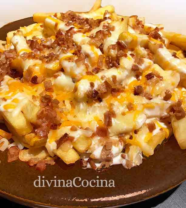 patatas foster con queso y bacón