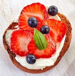 pincho-de-fresa-y-queso-crema
