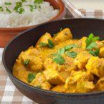 Pollo al curry con piña y coco