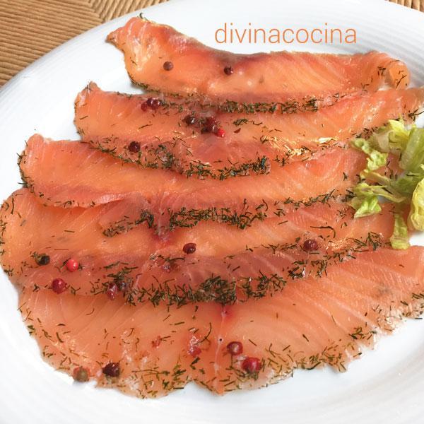 Salmon marinado con sal y azucar