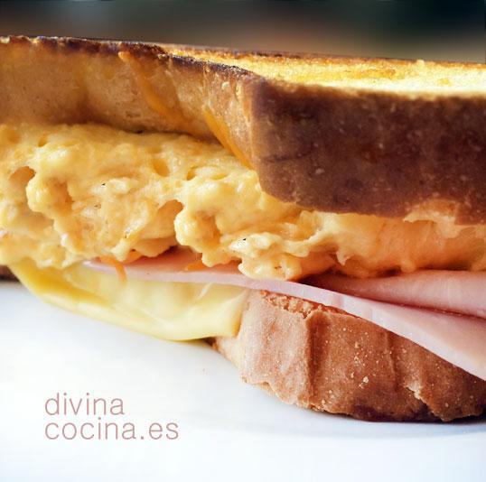 Sandwich de desayuno deli