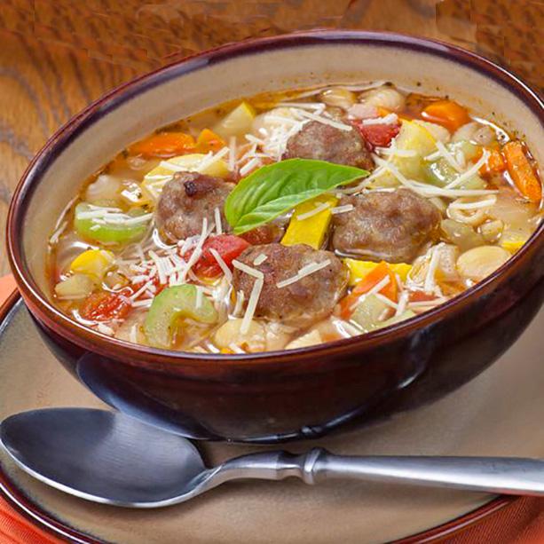 sopa de albóndigas a la italiana